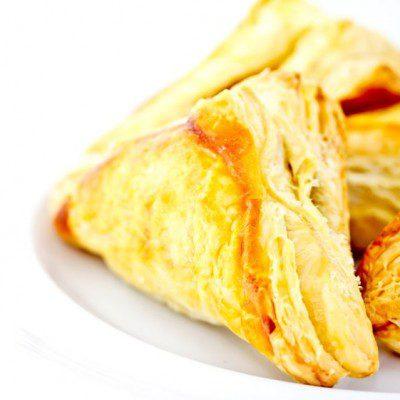 Croissant flaky dough transglutaminase
